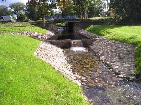 Vesiehitised: kraavid, tiigid, järved, veehoidlad, paisud, väikesadamad